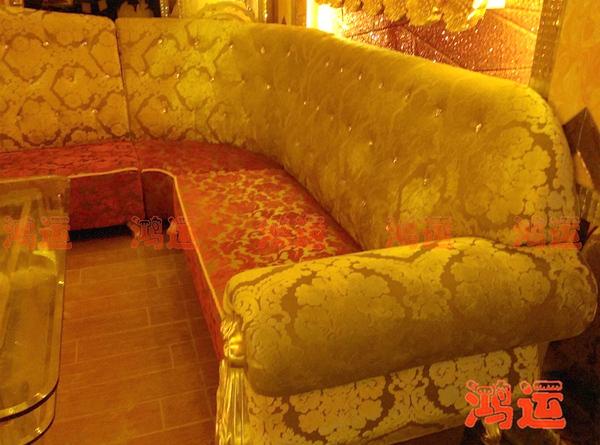 该款酒吧卡座是一款绒布型欧式卡座沙发